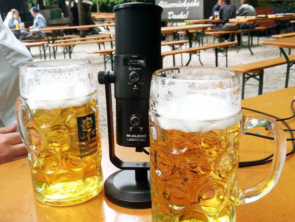 Mic mal wieder im Biergarten-Einsatz im Biergarten Bavariapark München |Johannes Ulrich Gehrke